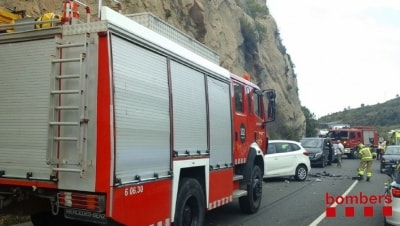 Cinc vehicles implicats en un accident múltiple a la Riba